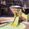 Plataforma de bambu con tobogan parque infantiles